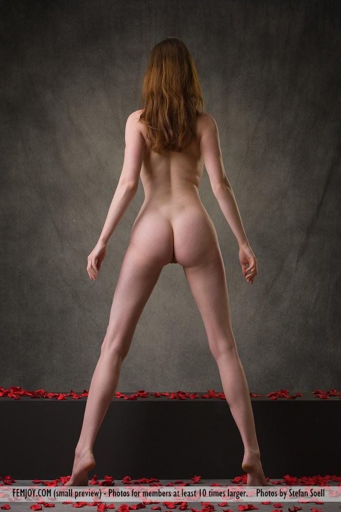 anna-leah-petals-of-roses-femjoy-03