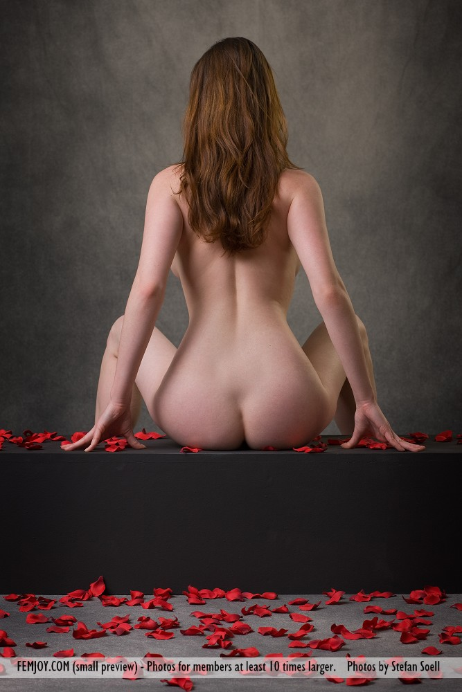 anna-leah-petals-of-roses-femjoy-07