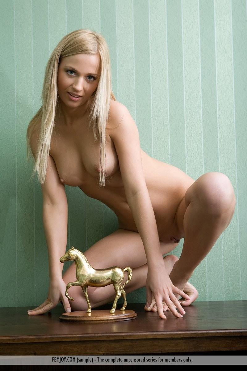 eden-nude-dresser-femjoy-02
