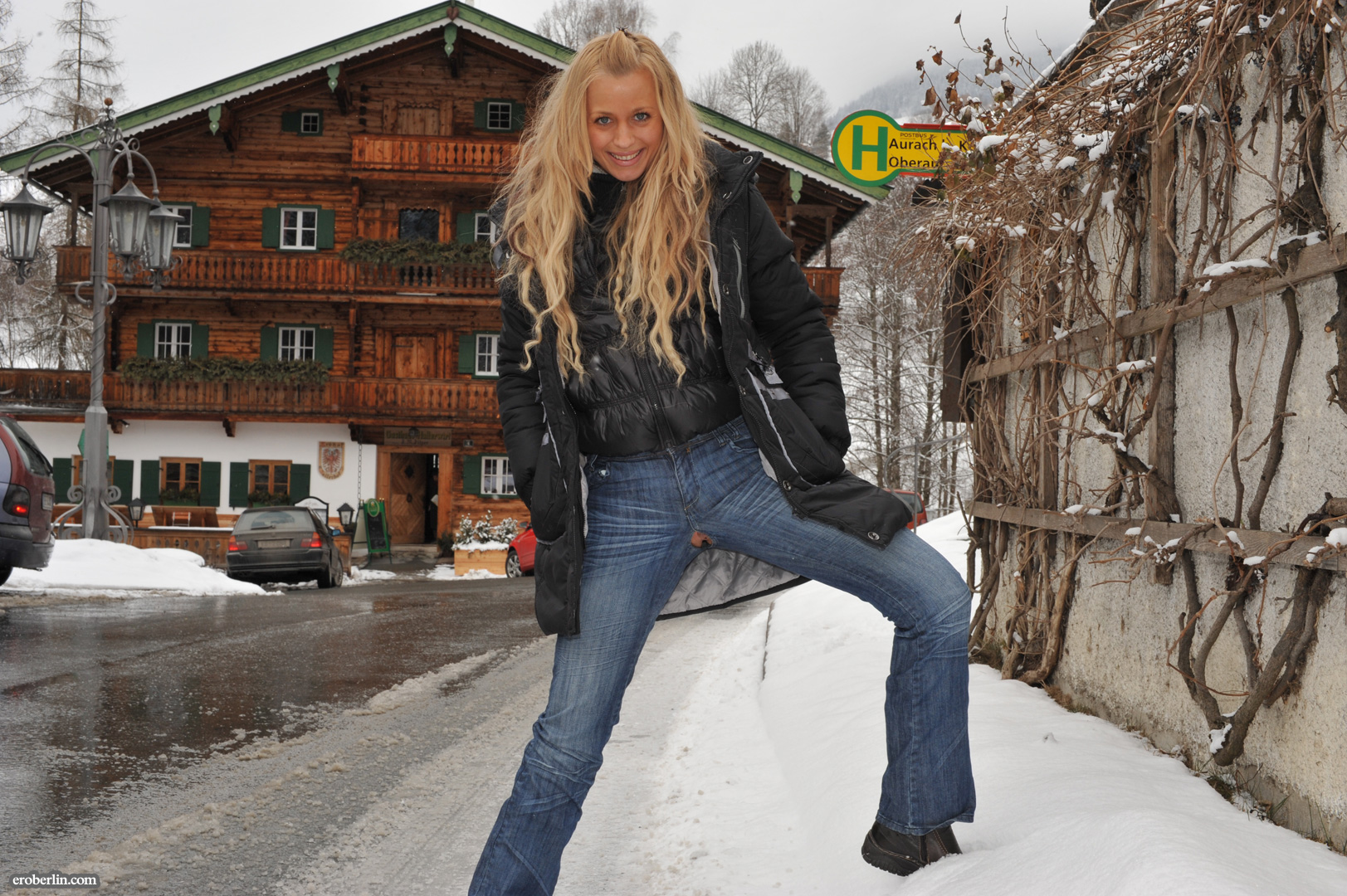 anna-safina-winter-flash-in-public-eroberlin-09