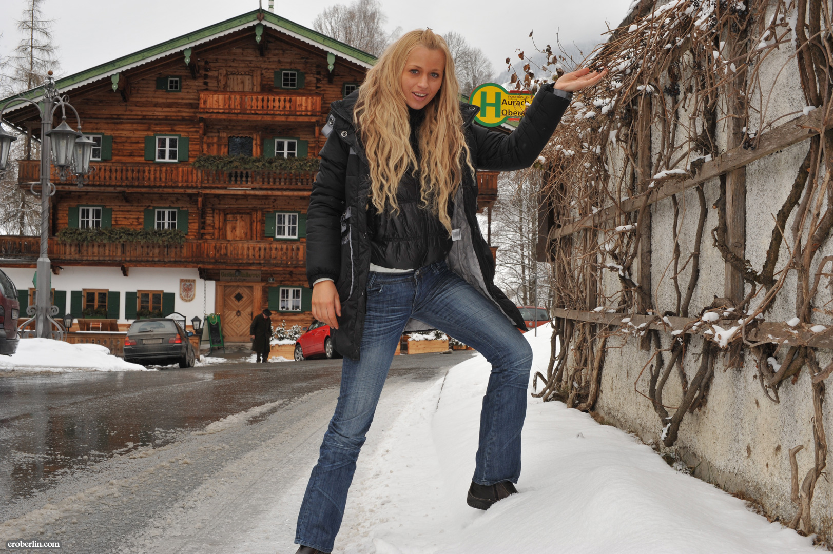 anna-safina-winter-flash-in-public-eroberlin-10