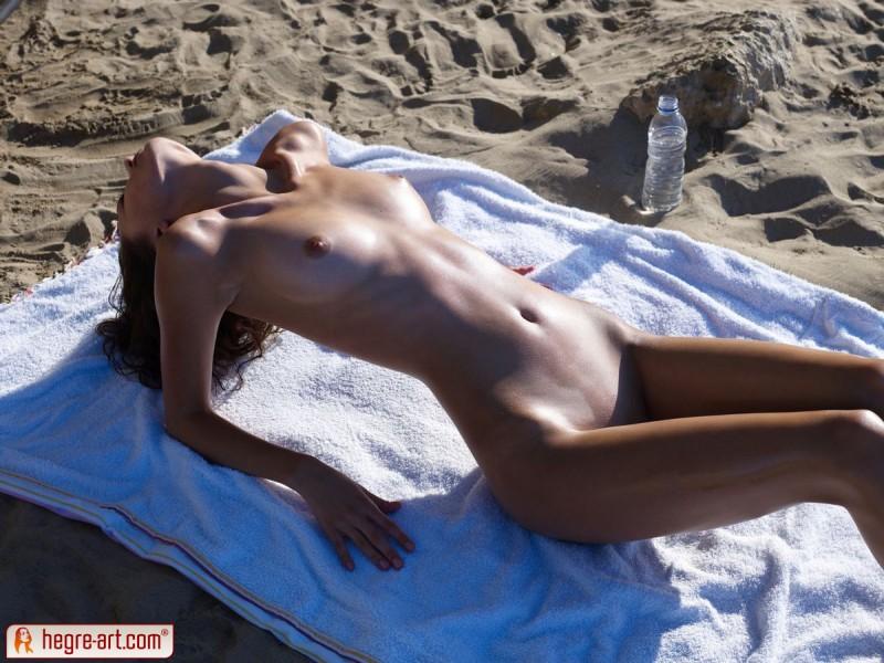 anna-s-beach-hegre-art-01