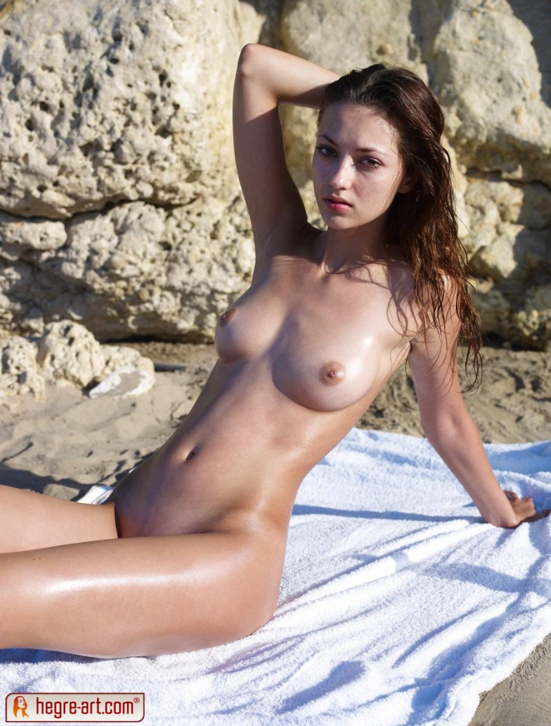 anna-s-beach-hegre-art-03