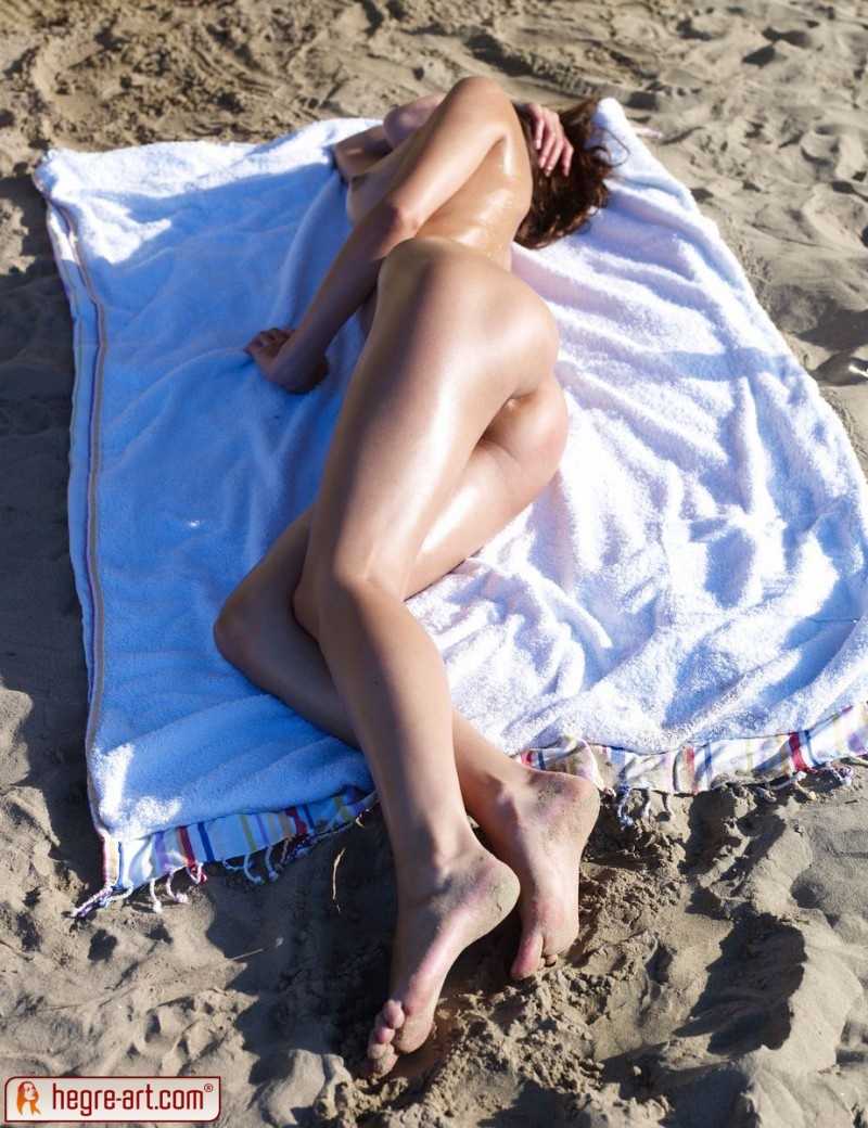 anna-s-beach-hegre-art-04