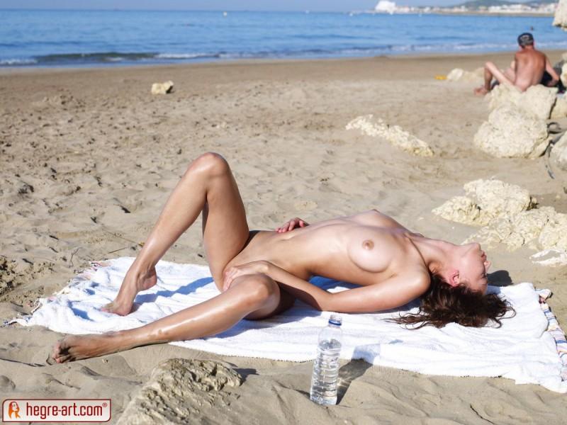 anna-s-beach-hegre-art-15