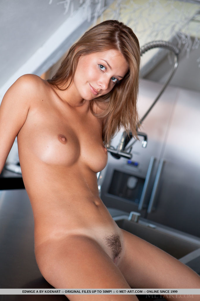 edwige-a-nude-kitchen-metart-17