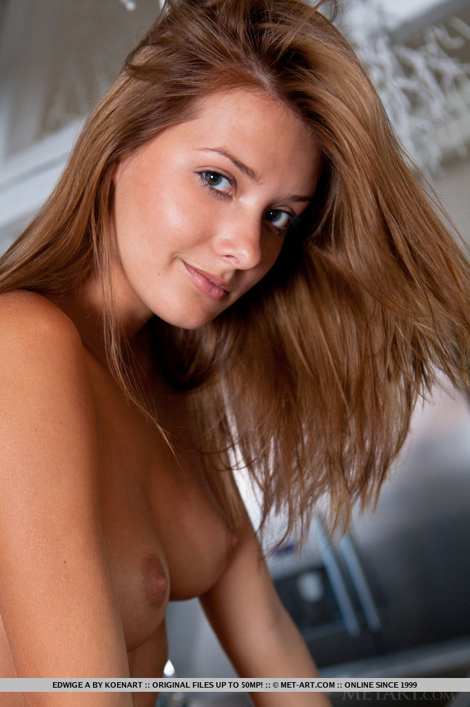 edwige-a-nude-kitchen-metart-18