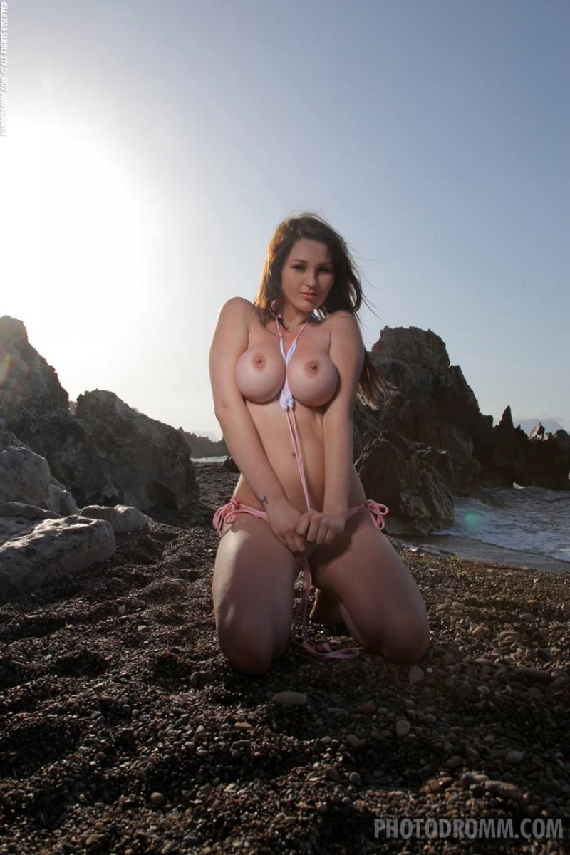 corinne-beach-bikini-photodromm-01