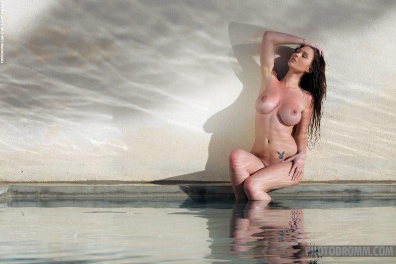 corinne-nude-tits-pool-wet-photodromm-12