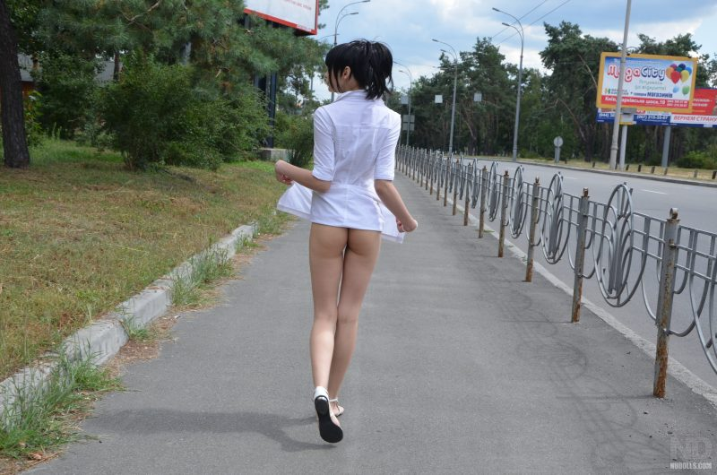 anya-brunette-naked-in-public-nudolls-12