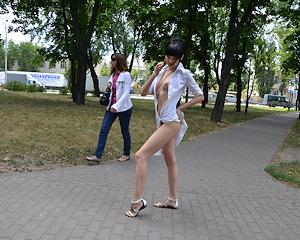 anya-brunette-naked-in-public-nudolls