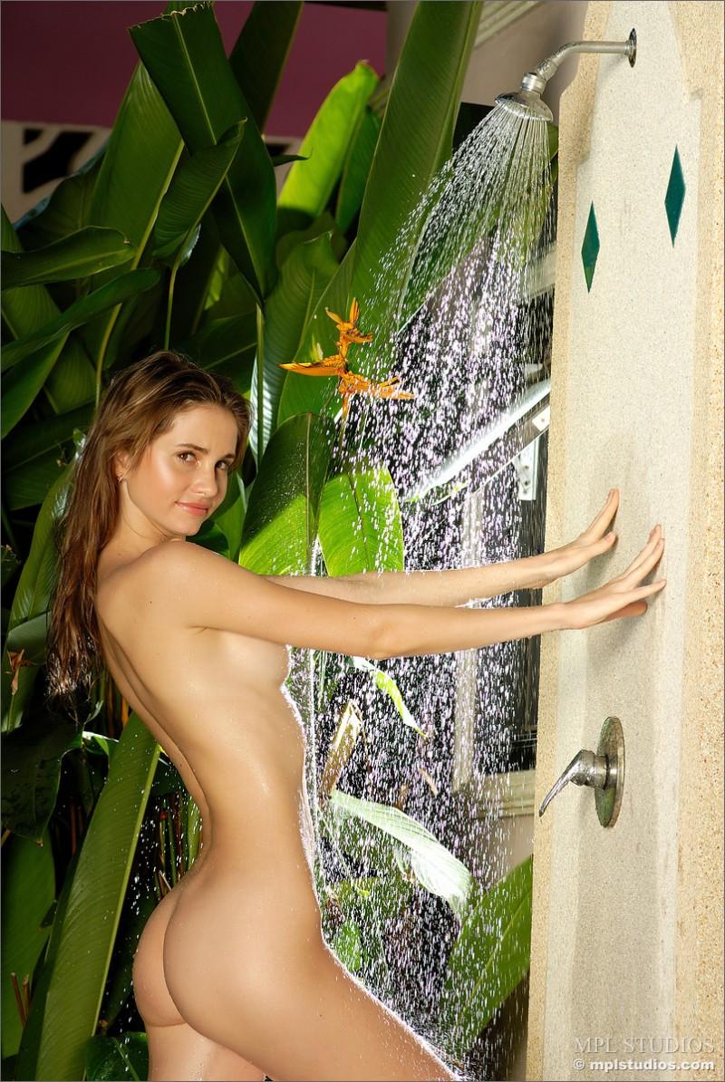 anya-garden-shower-mplstudios-04