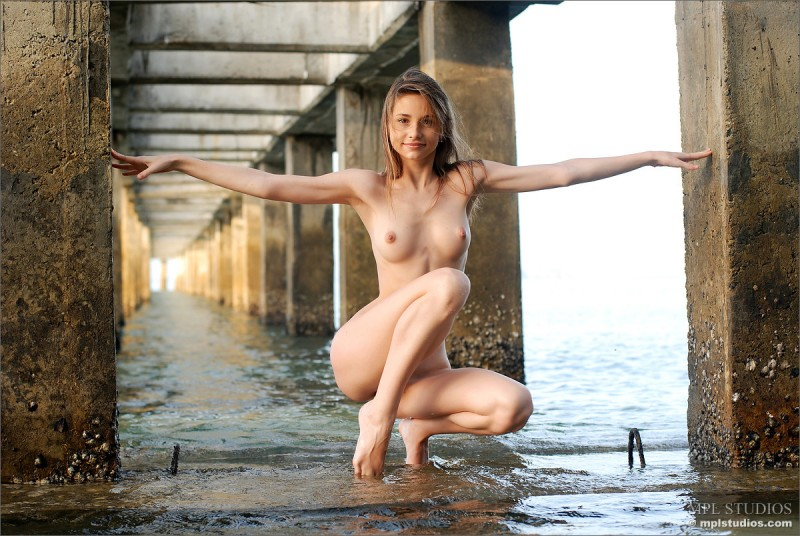 anya-under-pier-seaside-mplstudios-03