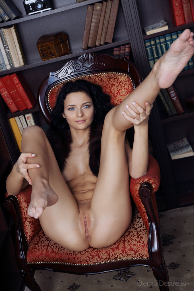 ardelia-a-home-library-nude-eternaldesire-05
