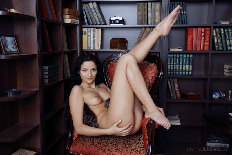 ardelia-a-home-library-nude-eternaldesire-08