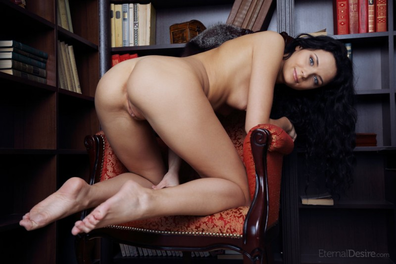 ardelia-a-home-library-nude-eternaldesire-09