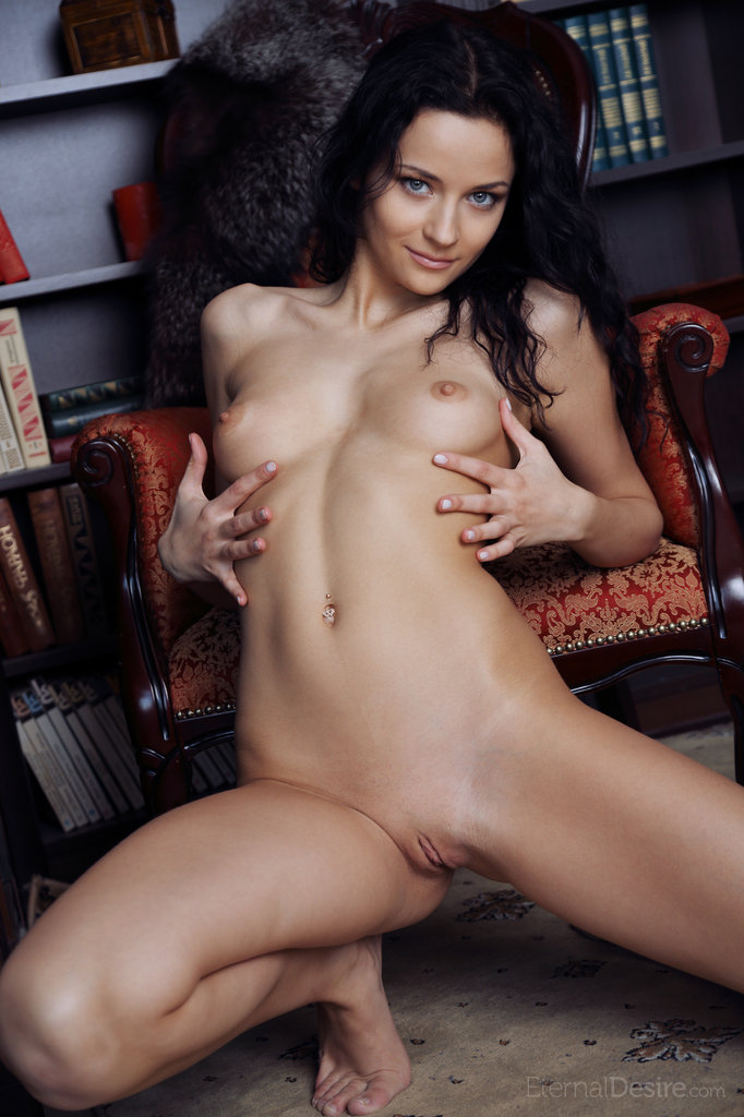 ardelia-a-home-library-nude-eternaldesire-13