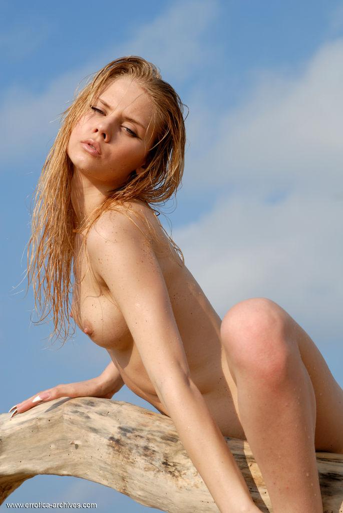 sunny-a-beach-seaside-errotica-archives-09