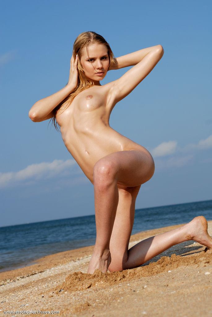sunny-a-beach-seaside-errotica-archives-23