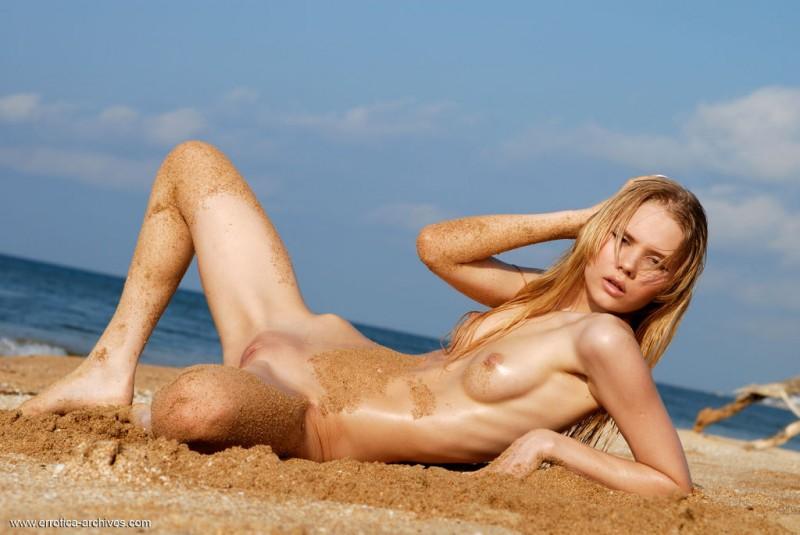 sunny-a-beach-seaside-errotica-archives-28
