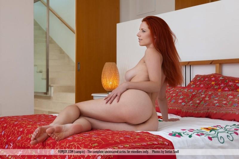 ariel-hair-dryer-naked-femjoy-12