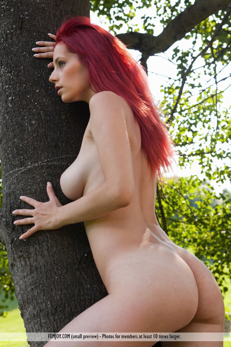 ariel-under-tree-femjoy-03