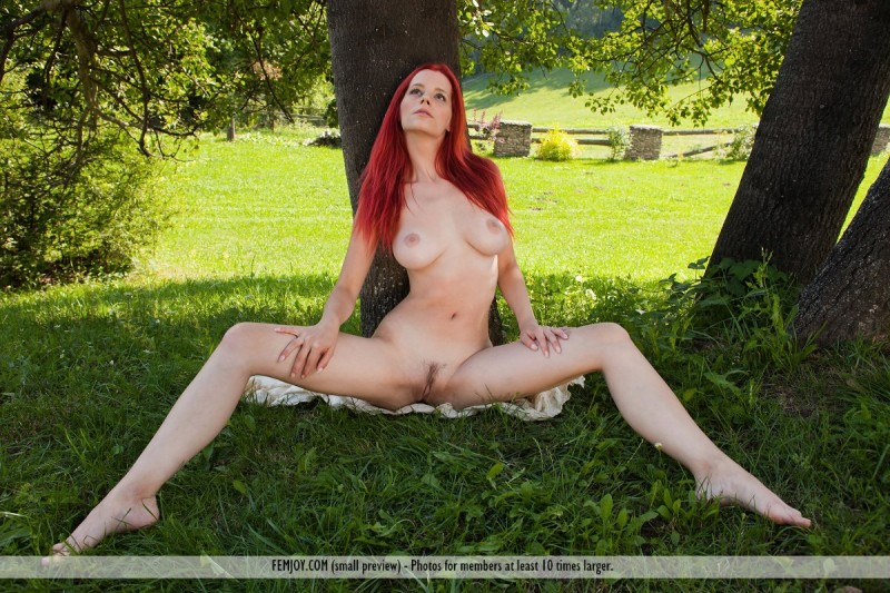 ariel-under-tree-femjoy-07