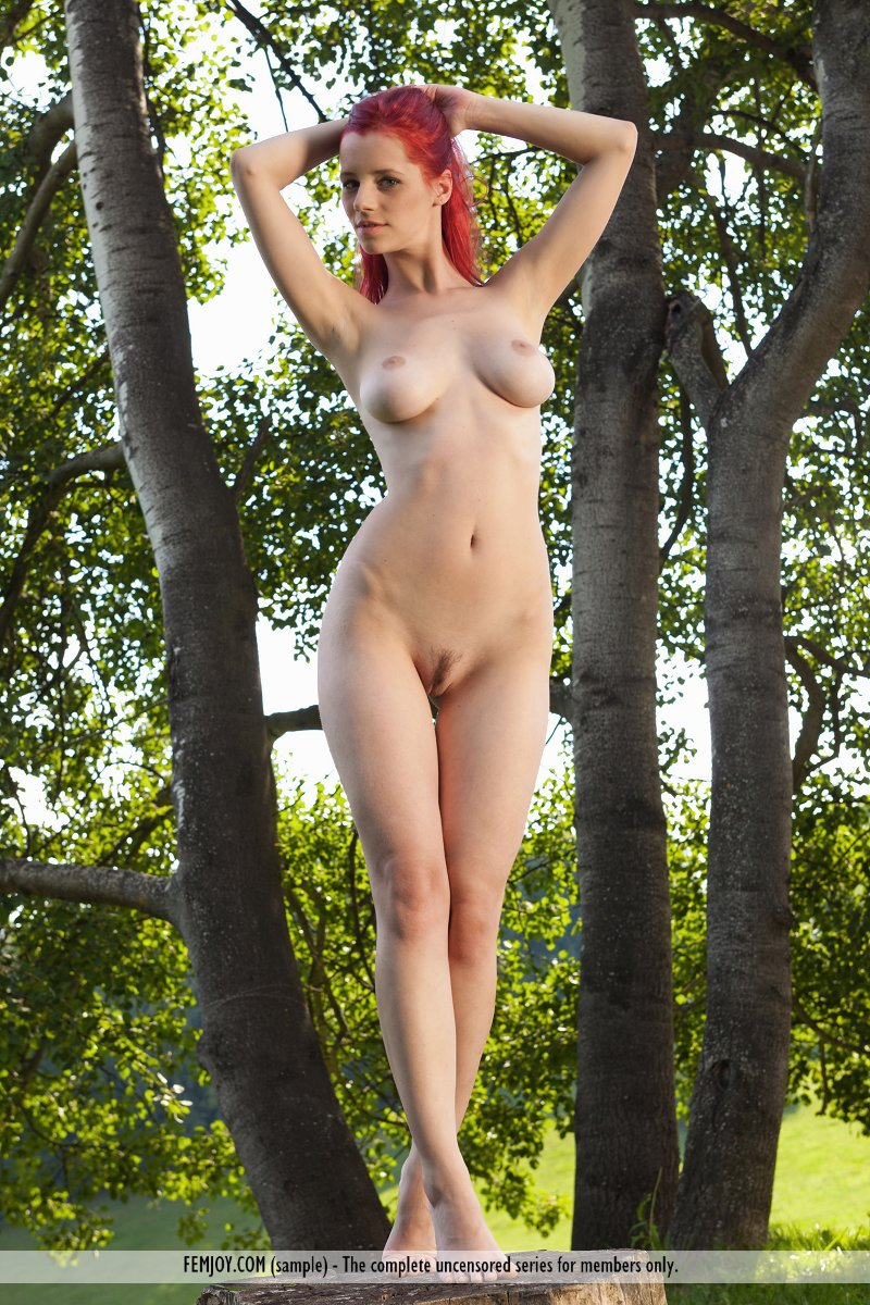 ariel-under-tree-femjoy-10