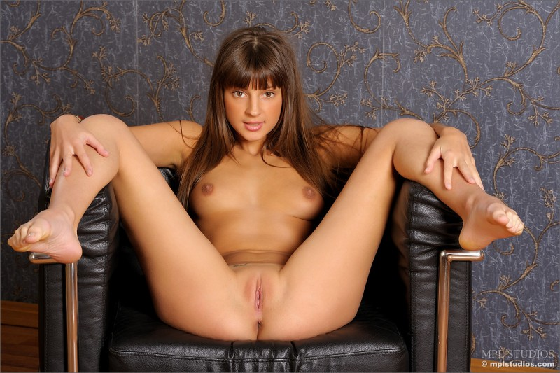 tara-naked-armchair-mplstudios-06