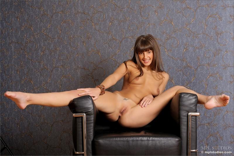 tara-naked-armchair-mplstudios-09