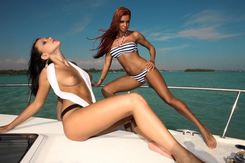 ashley-bulgari-&-angelica-kitten-yacht-watch4beauty-04
