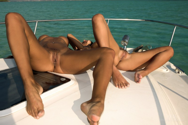 ashley-bulgari-&-angelica-kitten-yacht-watch4beauty-11