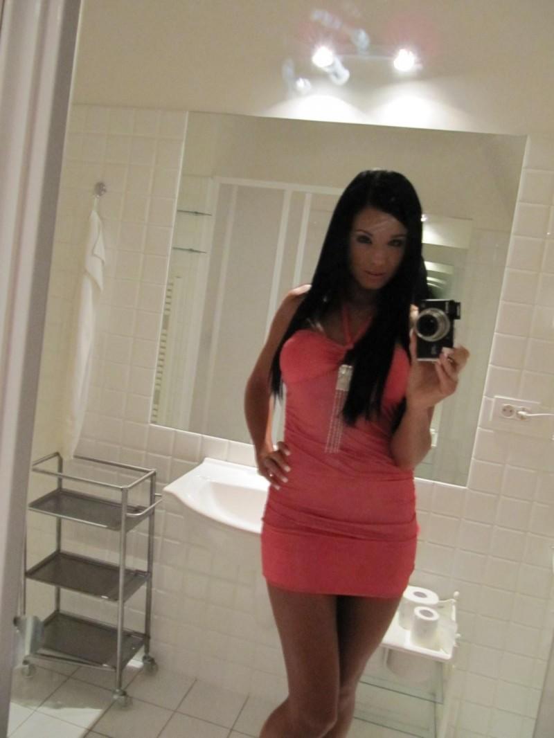 ashley-bulgari-self-shot-bathroom-mirror-02
