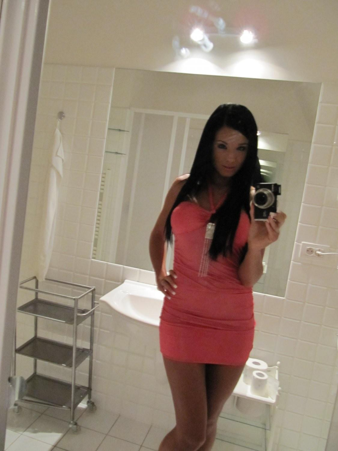 ashley-bulgari-self-shot-bathroom-mirror-02