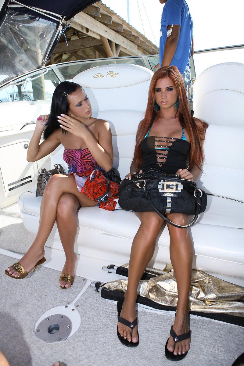 ashley-bulgari-boat-bikini-watch4beauty-01