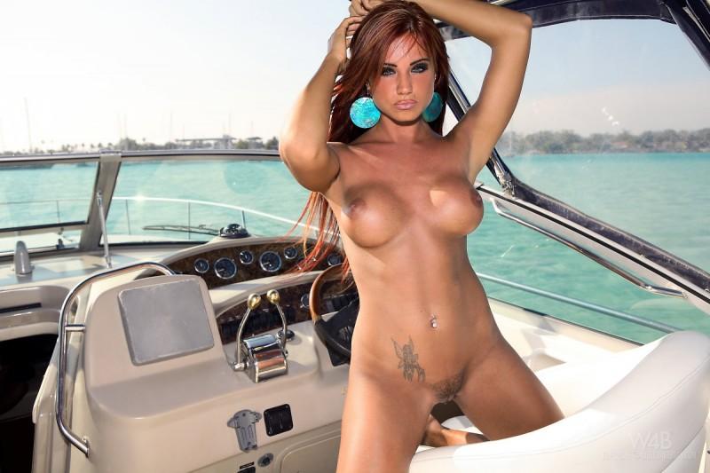 naked-bikini-boat-pussy