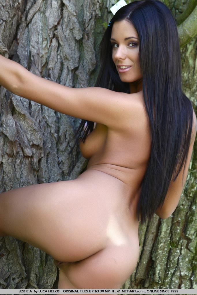 jessie-a-nude-in-park-metart-04