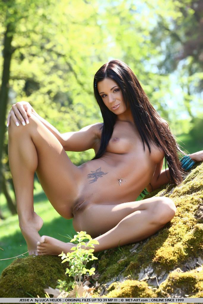 jessie-a-nude-in-park-metart-07