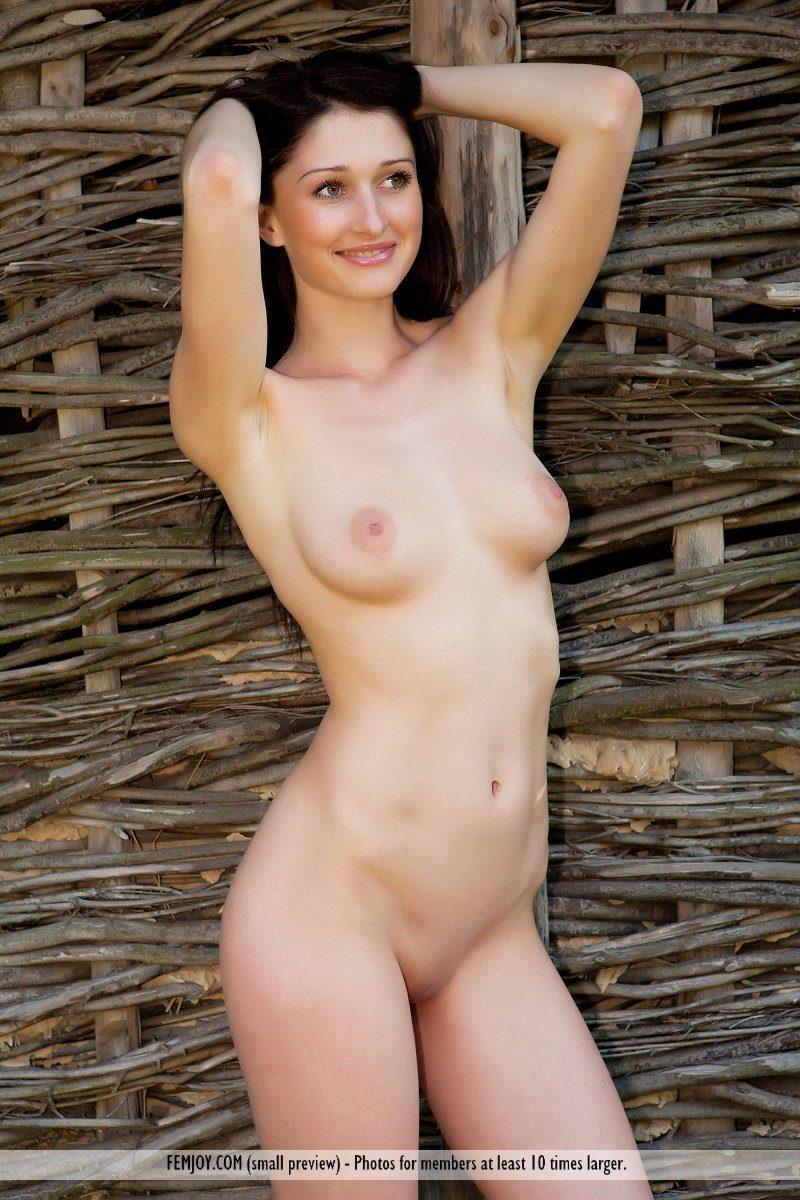renata-d-countryside-nude-femjoy-01