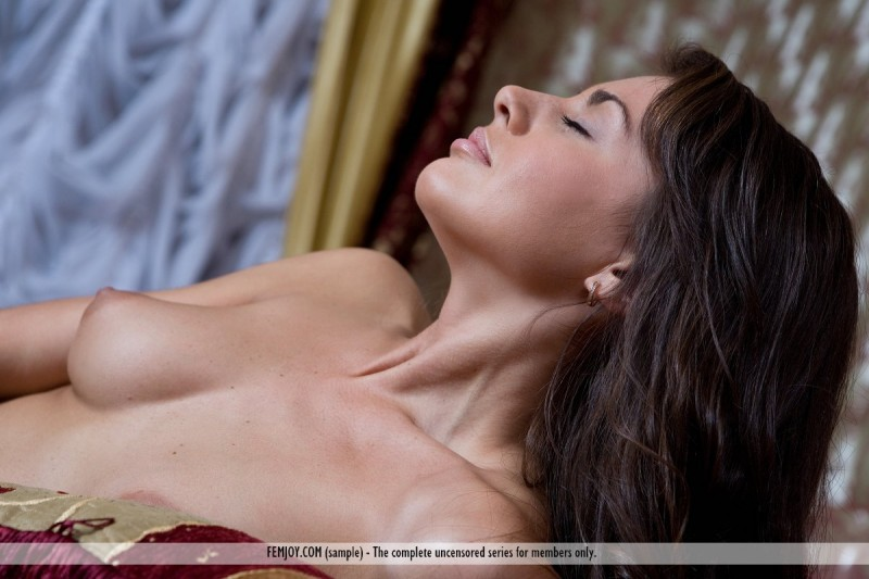 astrud-bedroom-femjoy-02