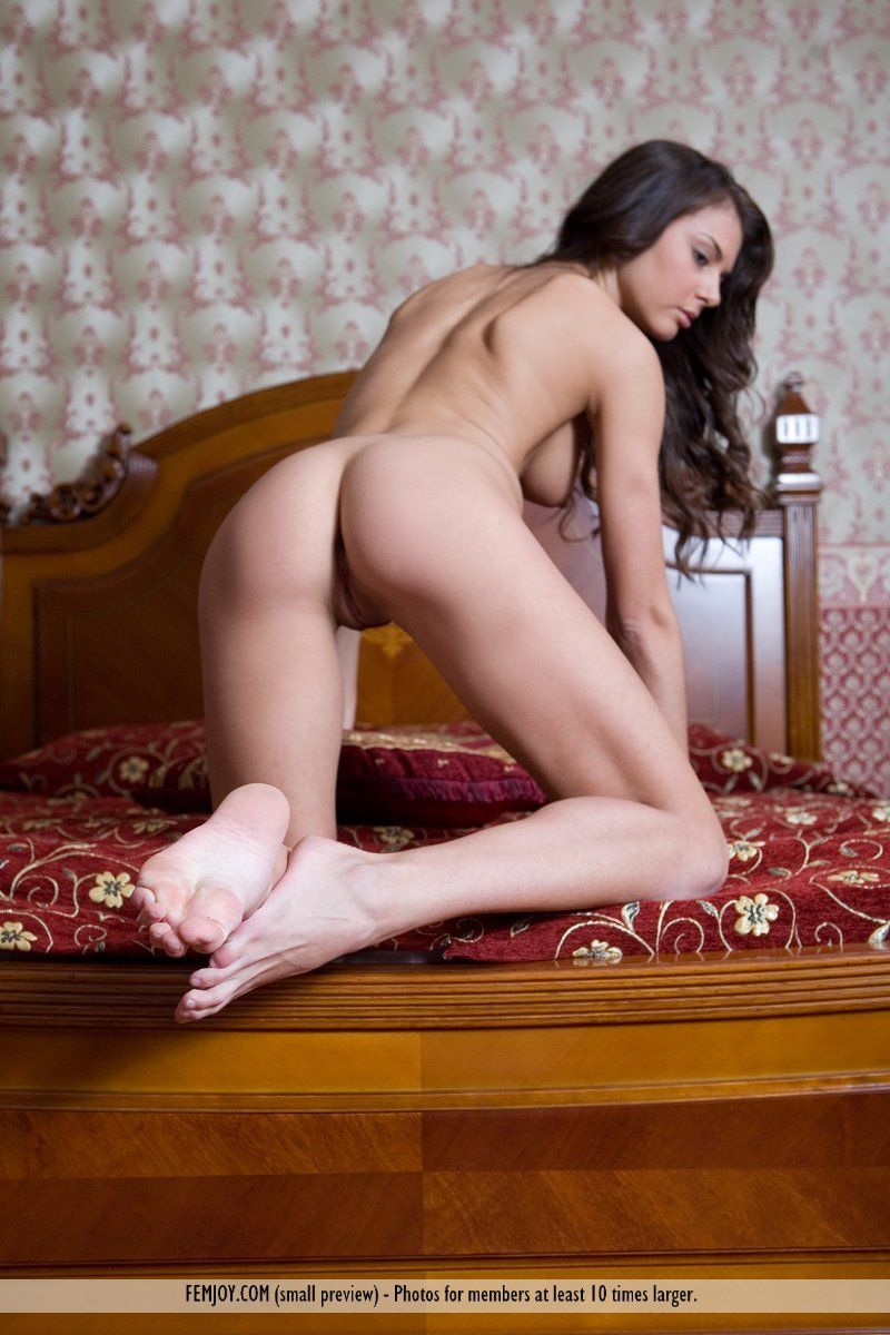 astrud-bedroom-femjoy-11