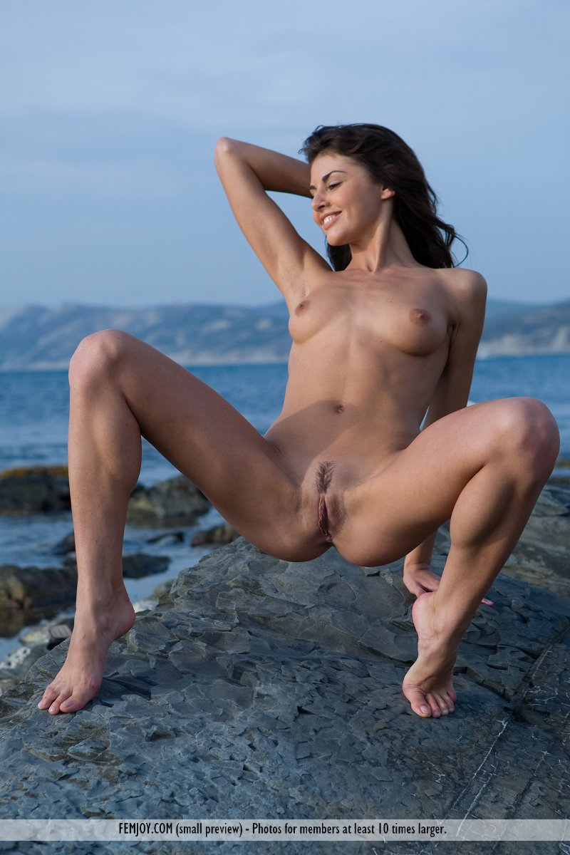 alannis-rocky-seashore-nude-femjoy-03