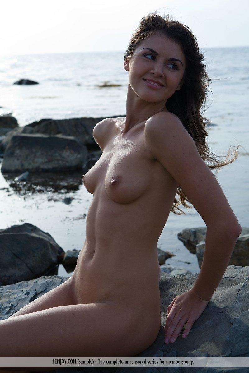 alannis-rocky-seashore-nude-femjoy-04