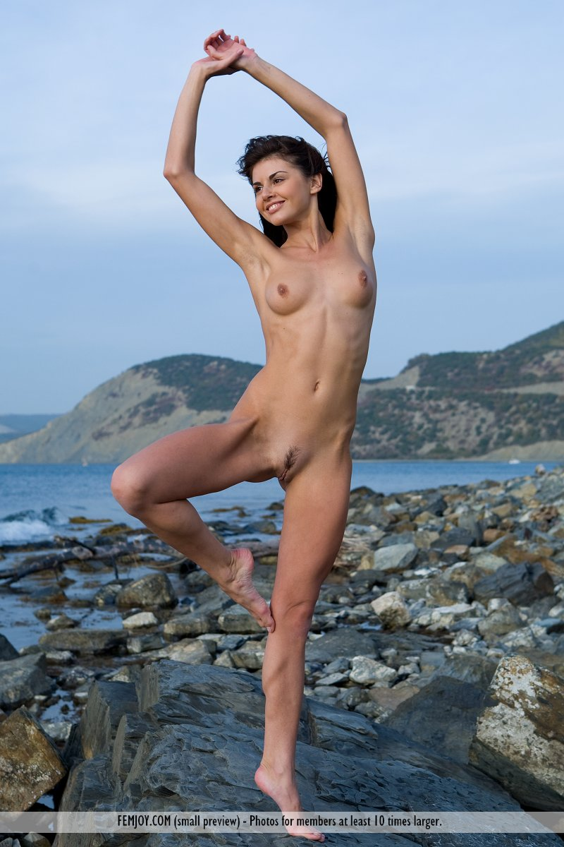 alannis-rocky-seashore-nude-femjoy-13