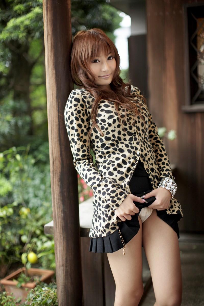asuka-kirara-black-dress-05