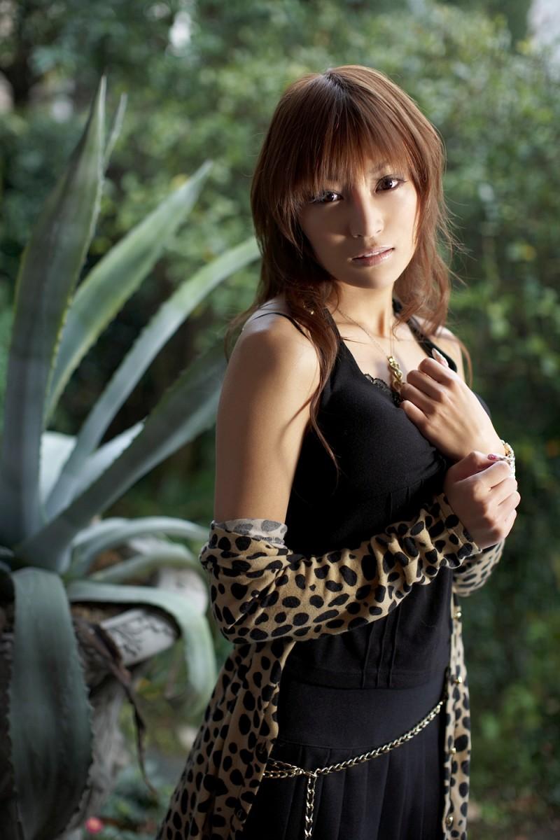 asuka-kirara-black-dress-06