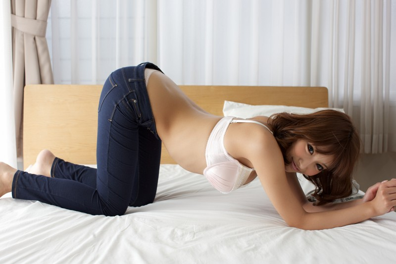 asuka-kirara-bedroom-nude-jeans-asian-09