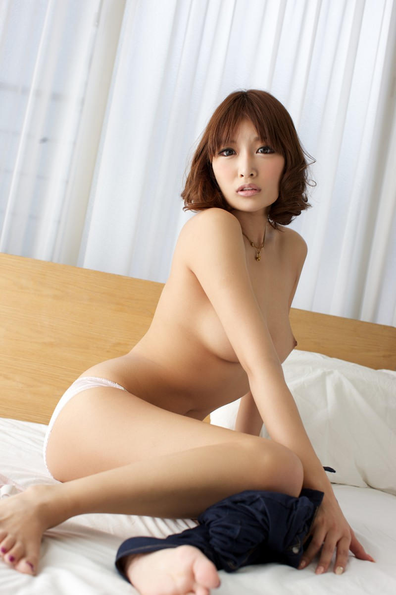asuka-kirara-bedroom-nude-jeans-asian-17
