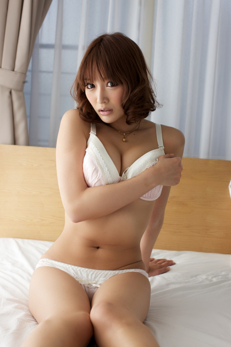 asuka-kirara-bedroom-nude-jeans-asian-19