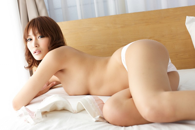asuka-kirara-bedroom-nude-jeans-asian-22